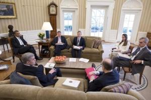 Avril Haines, la única mujer en esta reunión en el Despacho Oval. | Reuters