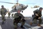 Militares de SEALS en el destructor Oscar Austin. (US Army)