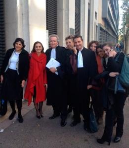 Abogados y Víctimas saliendo del Tribunal de Toulon
