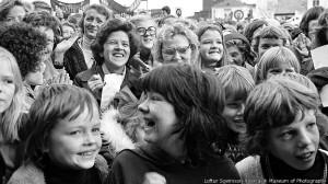 """La protesta de mujeres en Islandia en 1975 """"abrió el camino para la elección cinco años después de la primera presidenta electa democráticamente en el mundo""""."""