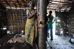 Combatientes rebeldes siguen amenazando la aldea de Angeline Mwarusena, víctima de tres de ellos. Crédito: Einberger/argum/EED/IPS
