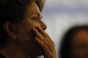 Dilma Rousseff llora al recibir el informe final de la Comisión Nacional de la Verdad. EFE