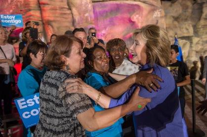 mujeres Latina con Hillary Clinton